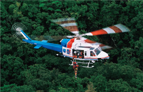 台風 救助 ヘリ から 落下